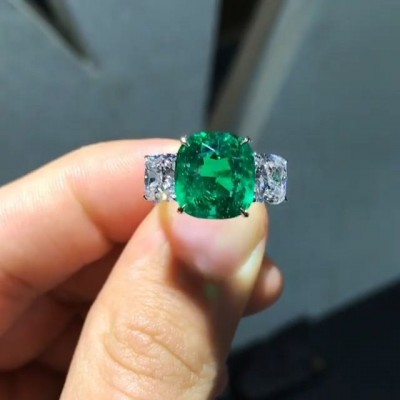 Stunning Cushion Cut Emerald 925 Sterling Silver Engagement Ring