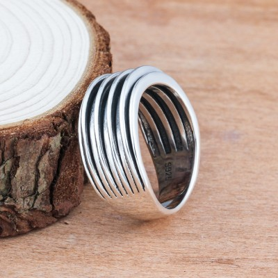 Tinnivi Stylish Sterling Silver String Pattern Ring