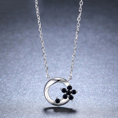 Tinnivi Flower Circle Sterling Silver Pendant Necklace