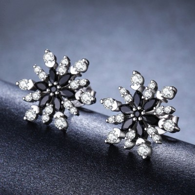 Tinnivi Fashion Snowflake Sterling Silver Stud Earrings