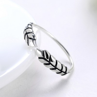 Tinnivi Sterling Silver Feather Design Open Band